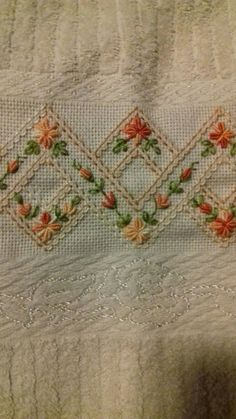 ponto reto - toalhabordado bargello o florentino ile ilgili görsel sonucu Hand Embroidery Flowers, Hand Embroidery Stitches, Hand Embroidery Designs, Ribbon Embroidery, Embroidery Art, Embroidery Patterns, Cross Stitch Patterns, Machine Embroidery, Beginning Embroidery