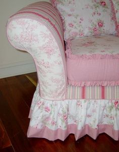WORKROOM INTELLIGENCE - Shabby Chic Sofa Slipcover