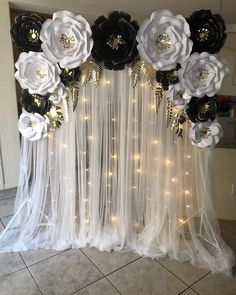 White and Black roses backdrop! Graduation Party Planning, Graduation Party Decor, Backdrop Decorations, Wedding Decorations, Black And White Party Decorations, Black White Parties, Wedding Ideas, Paper Flower Backdrop, Paper Flowers