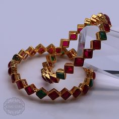 Kimigirl ethnic handbags and accessories Plain Gold Bangles, Ruby Bangles, Gold Bangles Design, Gold Earrings Designs, Gold Jewellery Design, Gold Jewelry Simple, Stylish Jewelry, Gold Jhumka Earrings, Indian Jewelry Sets