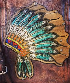 Tooled leather Indian headdress by ArteVae. Tooled Leather Purse, Leather Art, Sewing Leather, Leather Pattern, Leather Design, Leather Tooling, Leather Jewelry, Leather Wallet, Painting Leather