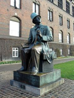 Denmark, Copenhagen, Hans Christian Andersen Statue (City Hall Square)