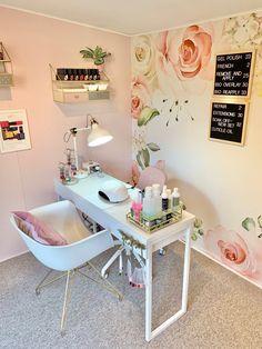 Home Beauty Salon, Home Nail Salon, Nail Salon Design, Nail Salon Decor, Beauty Salon Decor, Beauty Salon Interior, Salon Interior Design, Salon Nails, Tech Room