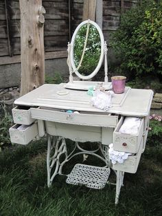 Vintage Sewing Shabby Chic French Antique Sewing Machine Dressing Table with mirror, Painted with Annie Sloan paints decorated with hand painted French Typography designed by myself. Sewing Machine Tables, Antique Sewing Machines, Sewing Table, Romantic Shabby Chic, Vintage Shabby Chic, Shabby Chic Decor, Furniture Makeover, Diy Furniture, Muebles Shabby Chic