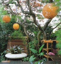 Beleuchtung mit handgemachten Leuchten in Orange