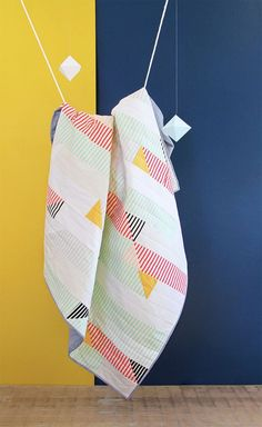 This unique photo is genuinely a stunning design technique. Modern Quilting Designs, Modern Quilt Patterns, Sewing Patterns, Machine Quilting Patterns, Diy Quilting, Scrappy Quilts, Longarm Quilting, Quilting Projects, Geometric Quilt