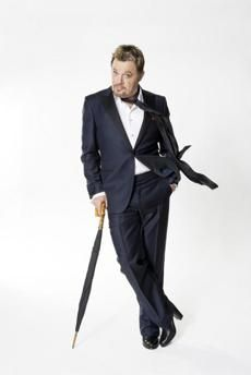 Boston Globe: British comedian Eddie Izzard has performed in English, French, and German, and is looking to play shows in Spanish, Russian, and Arabic to audiences of native speakers.