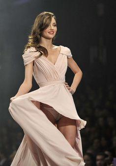 "etti: ""HIP LOVERS JAPAN STYLE - Miranda Kerr ミランダカーのパンチラ、洋服もしくは下着の生地になりたい """