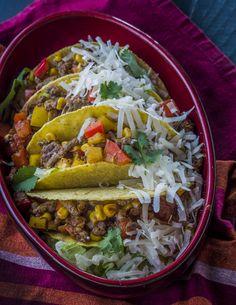 Taco kehely  - chilis marhahús raguval | Egy falat Mexikó, karakteres fűszerek, a távolból szinte hallod a mariachi-k zenéjét, csupán egy valami hibádzik: a kalapod nem törhető taco. De egyet se félj, ez mégsem mese: a csomagban minden finomság helyet kapott, ami egy hamisítatlan mexikói taco kehelyhez kell. Ha szereted a csípős ízeket, mindened a mexikói konyha, akkor ez a finomság kedvenced lesz. Könnyen és gyorsan elkészíthető fogás, amit az egész család szeret. Egészségünkre! Tacos, Mexican, Ethnic Recipes, Food, Essen, Meals, Yemek, Mexicans, Eten