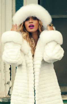 beyonce in fur - Bing images Beyonce Knowles Carter, Beyonce And Jay Z, Fur Fashion, White Fashion, Mrs Carter, Queen B, Swagg, Black Girls, Style