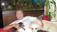 Zemřel legendární Karel Gott. Měl ZLATÝ hlas a obrovské SRDCE k psům. | Milujeme naše mazlíčky Karel Gott, Made In Heaven, George Harrison, Freddie Mercury, Celebrity, Animals, Animales, Animaux, Celebs
