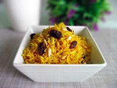 Arroz estilo hindú con pasas y piñones | Cocina Arroz Al Curry, Rice Recipes, Quinoa, Risotto, Macaroni And Cheese, Side Dishes, Yummy Food, Eat, Cooking