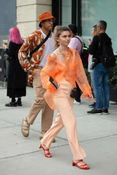 Fashion Week Street Style: Photos from the NYFW Spring 2020 Shows – WWD street marca street brasileira streetwear brasil streetwear nacional ma Cool Street Fashion, Fashion 2020, New York Fashion, Fashion News, Fashion Bloggers, Latest Fashion, Fashion Trends, Fashion Photo, Love Fashion