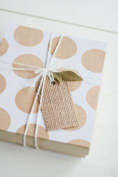 Beautiful boho gift wrapping made using circular Kraft stickers attached to plain white wrapping paper and finished with glittery white bakers twine and a hessian gift tag. Wrapping Gift, Creative Gift Wrapping, Christmas Gift Wrapping, Creative Gifts, Wrapping Ideas, Paper Packaging, Pretty Packaging, Craft Gifts, Diy Gifts