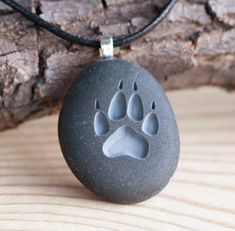 Wolf Paw print Double sided engraved stone van sjengraving op Etsy