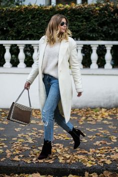 The 3 Boot Trends You Need to Know for - Emma Hill Weekly Outfits, Winter Outfits, Streetwear, White Winter Coat, Looks Style, My Style, Famous Girls, Autumn Winter Fashion, Winter Style