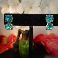 Vintage Bright Round Teal Blue Double Swarovski Crystal Stones Screw Back Silvertone Metal. Not Signed. Purchased in 2lb Lot Not Signed.