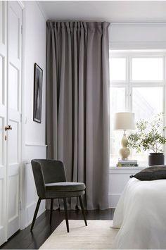 Gardiner och tips kring gardinupphängning Living Room Bedroom, Home Bedroom, Bedroom Decor, Bohemian Style Bedrooms, Trendy Home, Home Studio, Modern Interior Design, Interiores Design, Cheap Home Decor