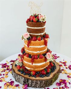 Trendy And Gorgeous Wedding Cake For Your Wedding Fantasy Wedding Cakes; Fondant Wedding Cakes, Buttercream Wedding Cake, Floral Wedding Cakes, Floral Cake, Fondant Cakes, How To Make Cheesecake, Cake Shapes, Digestive Biscuits, Types Of Cakes