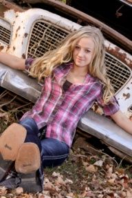 senior picture ideas for country girls | Country western horse themed senior picture poses.