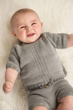 Elinas Sommerkörper HviedsVerden #strikkeopskrifterbaby - saklama Knitting For Kids, Baby Knitting Patterns, Free Knitting, Crochet Pattern, Knitting Ideas, Baby Barn, Baby Overalls, Summer Patterns, Work Tops