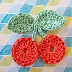 Crochet Cherry Pattern- use a magic ring to avoid the holes! Crochet Fruit, Crochet Food, Knit Or Crochet, Crochet For Kids, Crochet Crafts, Yarn Crafts, Crochet Flowers, Crochet Projects, Knitting Patterns