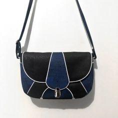 patron besace vegas (4) Saddle Bags, Vegas, Couture, Shoulder Bag, Making Purses, Satchel, Shoulder Bags, Wallet, Paper Pieced Patterns