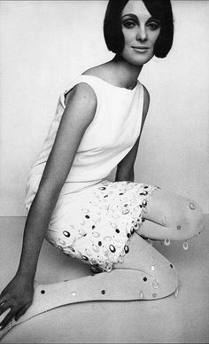 Grace Coddington as a model, but we may know her better as the Creative Director of Vogue US and as the right hand to Anna Wintour. Sixties Fashion, Mod Fashion, Fashion Models, Fashion Beauty, Vintage Fashion, Fashion Photo, Sporty Fashion, Monochrome Fashion, Fashion Images