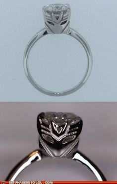 1 of the RAs showed me this Transformer ring and you now I want it!!  :)