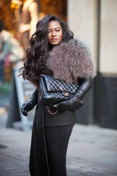 Style is my thing: shades of grey Over 50 Womens Fashion, Black Girl Fashion, Latest Fashion For Women, Long Gloves, Women's Gloves, Elegant Gloves, Grown Women, Street Chic, Street Fashion