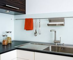 White WM596 Plexiglas® Hi Gloss Acrylic Splashback