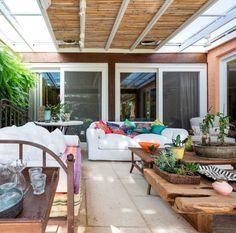 Navegue por fotos de Terraços : C&R.R – Varanda. Veja fotos com as melhores ideias e inspirações para criar uma casa perfeita.