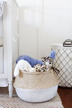 Stuffed toy storage in a stylish belly basket for a kid's bedroom or nursery Scandinavian Style, Stuffed Animal Storage, Stuffed Animals, Stuffed Toy, Kids Room Organization, Organizing Ideas, Basket Organization, Toy Basket, Crosses Decor