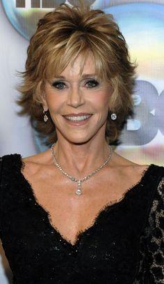 Hoewel ze ondertussen al 74 is, trekt Jane Fonda op het Filmfestival in Cannes alle ogen naar zich toe. Niet alleen door de prachtige jurken die ze...