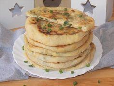 Homemade Pita Bread, Boiled Egg Diet Plan, Queso Feta, Greek Yogurt, Food Videos, Bread Recipes, Onion, Cheese, Breakfast