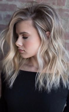 Are you going to balayage hair for the first time and know nothing about this technique? We've gathered everything you need to know about balayage, check! Medium Hair Styles, Medium Hair Cuts, Short Hair Styles, Hair Color Balayage, Bayalage, Hair Colour, Babylights Blonde, Balayage Hair Blonde Medium, Blonde Balayage Highlights
