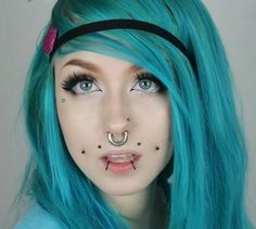 Oh my! I love linzor!XD also love her face piercings