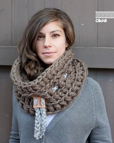 Le Chunky by Jean-Philippe Clliche FREE crochet pattern for chunky cowl. Very very quick, this crochet pattern will take you less than an hour to make. Crochet Scarves, Crochet Shawl, Crochet Clothes, Crochet Stitches, Knit Crochet, Crochet Patterns, Ravelry Crochet, Chunky Crochet, Chunky Yarn