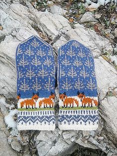 Winter Foxes pattern by Natalia Moreva : Ravelry: Winter Foxes pattern by Natalia Moreva Fingerless Mittens, Knit Mittens, Knitting Socks, Knitted Hats, Knitting Charts, Knitting Patterns, Crochet Patterns, Fox Pattern, Mittens Pattern