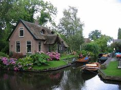 Known as the Dutch Venice charming village of Giethoorn is a great place to sightsee. The village is located northwest of the province of Overijssel, in Wieden, which is part of the Weerribben-Wieden National Park, in the central part of the Netherlands.
