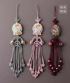 Diy Tassel, Tassels, Korean Crafts, Korean Accessories, Korean Hanbok, Simple Sarees, Korean Traditional, Rakhi, Korea Fashion