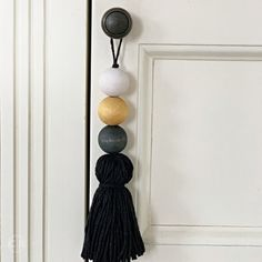 Winter door hanger for Scandinavian Boho bedroom, drawer knob tassel with wooden beads, door tassels for Hygge gift, neutral nursery decor Elegant Home Decor, Elegant Homes, Diy Pompon, Bohemian Chic Decor, Beaded Garland, Nursery Neutral, Door Hangers, Wooden Beads, Decoration