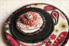 Broche textile ronde pop  tissu et céramique, liberty rose-kaki