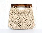 vintage folk macrame handbag purse philippines burmuda purse with wood handles BEACHES Macrame Purse, Macrame Knots, Micro Macrame, Macrame Jewelry, Macrame Chairs, Macrame Tutorial, Macrame Projects, Macrame Patterns, Crochet Purses