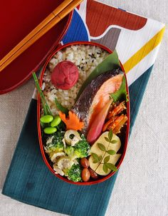 Grilled salted salmon bento/焼き塩鮭弁当: