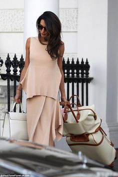Amal Clooney shows off her chic sense of style in pretty pink George Clooney, Amal Clooney, Fashion Bible, Travel Chic, Mode Inspiration, Classy Outfits, Fashion Sketches, Fashion Outfits, Vestidos