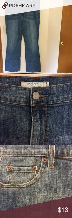 Levi's 515 Bootcut Jeans Gorgeous classic Levi's!! 515 style Bootcut jeans in excellent loved condition.  There is some wear on the back heels at the hem (Hi...I'm a hobbit 😏) but other than that they are in amazing condition.  I love me some Levi's but it will be a lonnnng time before I can squeeze into a 16 again. lol I'd rather them get some love and make someone else's butt look cute. 🍑 Happy Poshing!! Levi's Jeans Boot Cut