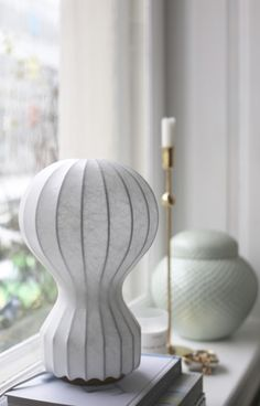 The Gatto Piccolo table lamp is part of the iconic range of early lighting designs from Achille and Pier Giacomo Castiglioni that took its… Shed Interior, Interior Decorating, Interior Design, Interior Lighting, Lighting Design, Lampe Salon Design, Sol 3d, Achille Castiglioni, Arco Floor Lamp