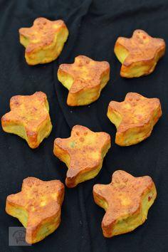 Muffins cu ardei si porumb - CAIETUL CU RETETE Muffins, Bacon, Cupcakes, Cookies, Pizza, Breakfast, Desserts, Recipes, Food