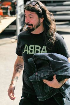 "dailygrohl: """"Dave Grohl is seen arriving at 'Jimmy Kimmel Live' in Los Angeles, California. Foo Fighters Dave Grohl, Foo Fighters Nirvana, Nirvana Lyrics, Taylor Hawkins, Rock And Roll Fantasy, Music Pics, Gibson Les Paul, Van Halen, Indie Music"